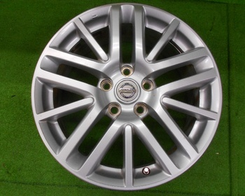 Nissan - Fugue (Y50) Genuine 17 inch wheels